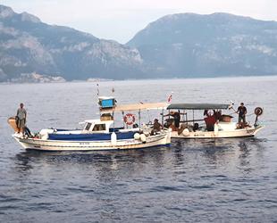 Fethiye'de arızalanan balıkçı teknesi kurtarıldı