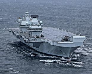 İngiliz uçak gemisi Queen Elizabeth'teki 100 mürettebatın Covid-19 testi pozitif çıktı