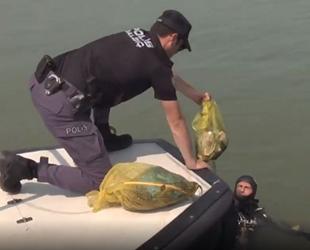 Dalgıç polisler, İzmit Körfezi'nde dip temizliği yaptı
