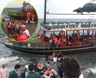Van Gölü'nde tur teknesi, fırtına nedeniyle karaya oturdu