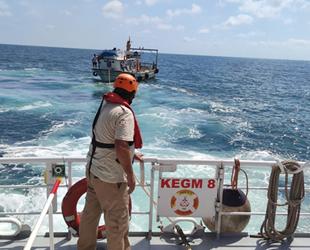 Riva açıklarında sürüklenen tekne kurtarıldı