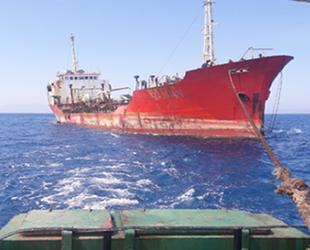 Gazimağusa'da karaya oturan Rawan isimli gemi, tersaneye çekildi