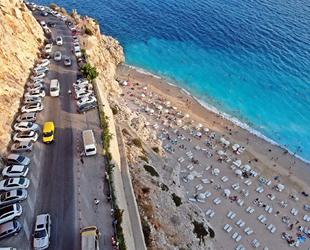 Kaputaş Plajı yerli ve yabancı turistlerin akınına uğradı