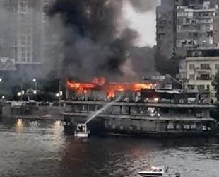 Nil Nehri'ndeki gemi alev alev yandı