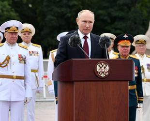 Vladimir Putin, Rus denizcilerin Donanma Günü'nü kutladı