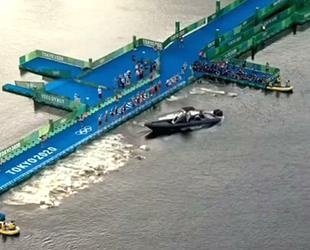 Tokyo Olimpiyatları triatlon yarışında 'tekne' kaosu yaşandı