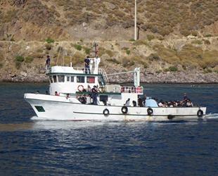 Çanakkale'de balıkçı teknesinde 231 düzensiz göçmen yakalandı