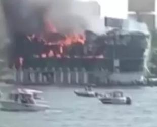 Nil Nehri'nde bir yolcu teknesi alev alev yandı