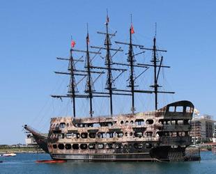 Alanya'da tekne yangınları sonrası denizde temizlik yapıldı