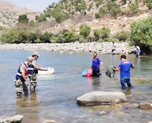 Botan Çayı'nda mahsur kalan balıkçılar kurtarıldı