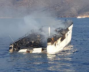 Bodrum'da yangın çıkan tekne battı: 5 kişi kurtarıldı!