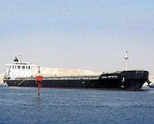 Coral Crystal isimli gemi, Süveyş Kanalı'nda karaya oturdu