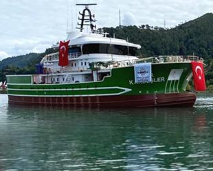 Çınar Kardeşler isimli balıkçı teknesi, Trabzon'da suya indirildi