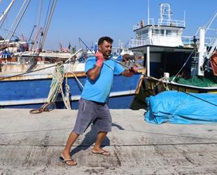 Adanalı balıkçılar, yeni av sezonuna umutla hazırlanıyor