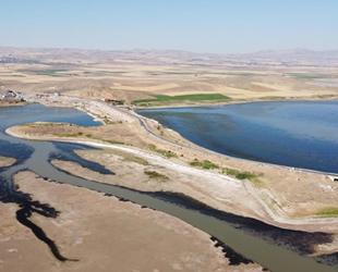 Hirfanlı Barajı'nda sular kuraklığın etkisiyle çekildi