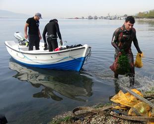 Kocaeli'de Dünya Temizlik Günü'nde 3 saatte 1 ton atık çöp toplandı