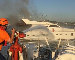 Bebek'te bir tekne alev alev yanarak battı
