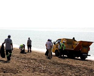 Mersin'de petrol sızıntısına karşı temizlik çalışmaları sürüyor