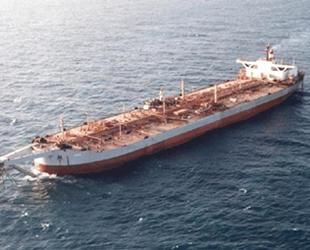 Safer isimli petrol tankeri her an patlayabilir