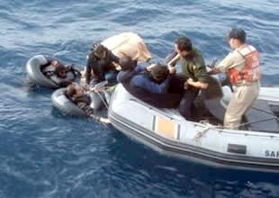 Balıkesir Ayvalık'ta kaçak teknesi battı