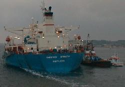 Yunan gemisi yüzdürüldü