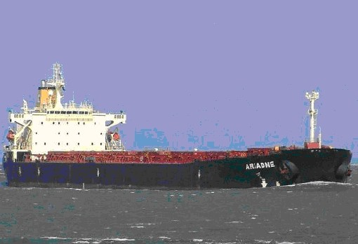 Yunan gemisi demirde oturdu