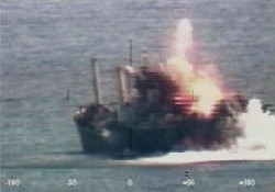 Kuzey Kore gemisi füzeyle batırıldı