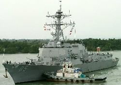 Amerikan gemisi tankerle çatıştı