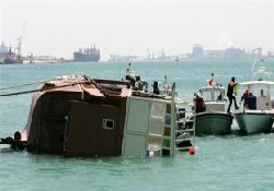 Bahreyn'de turist teknesi battı