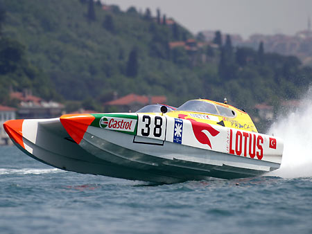 Offshore yarışı nefes kesti