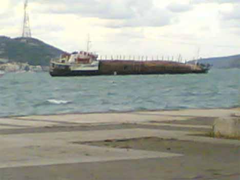 Kamboçya gemisi Boğaz'da yan yattı