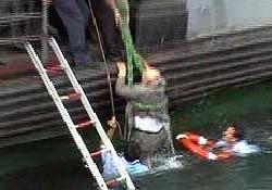 Vapurdan denize düştü zor kurtuldu