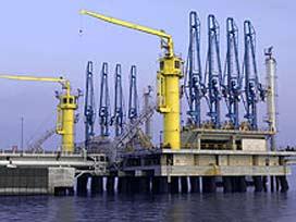 Asrın projesinden petrol çaldılar