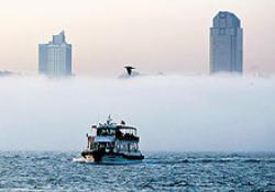 Yoğun sis boğazdaki trafiği aksattı