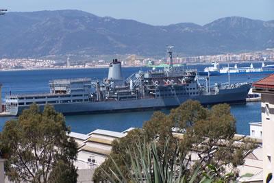 Savaş gemileri Lübnan yolunda