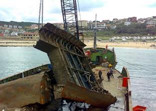 Kaptanı Derya-2 batıkları su yüzüne çıkarıyor