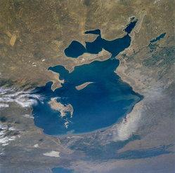 Aral Gölü'nde su seviyesi azalıyor