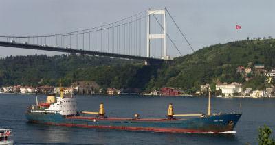 Karadeniz'de Lucky Tramp sürükleniyor