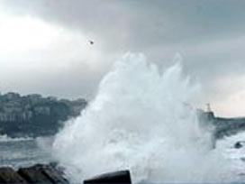 Zonguldak'ta dev dalgalar korkuttu