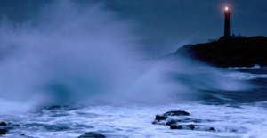 Akdeniz'de ulaşıma fırtına engeli