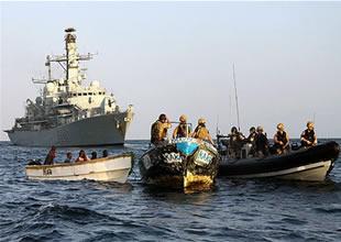 Somalili balıkçıların savaş gemisi tepkisi