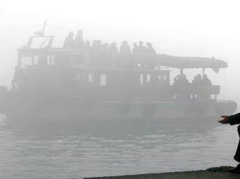 Deniz ulaşımına sis engel oldu