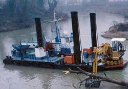 İki gemi Karadeniz'i temizliyor