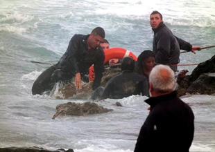 Akdeniz'de yine göçmen teknesi battı: 50 kayıp