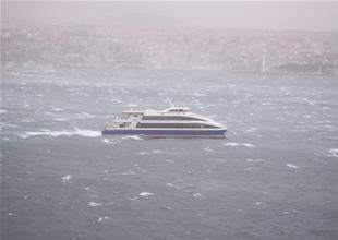 Şiddetli fırtına deniz ulaşımını vurdu