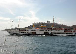 İstanbul Boğazı'nda iki vapur çatıştı