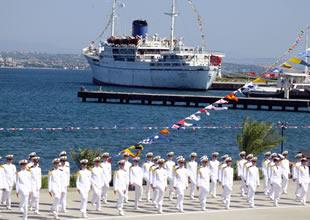 Denizcilik Fakültesi'nde mezuniyet coşkusu