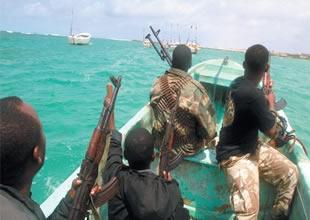 Nijerya'da korsanlar yine gemiye saldırdı