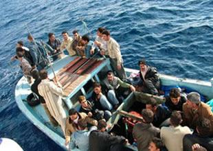 Somali açıklarında mülteci teknesi battı