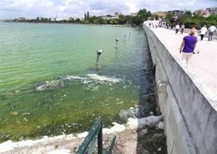 Küçükçekmece Gölü göz göre göre yok oluyor